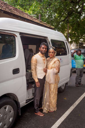 Galle, Sri Lanka - May 28, 2016: Bride and groom near the car. Behind the curtains of a wedding photo shoot of Sri Lankan couples. Backstage photo session love story Éditoriale
