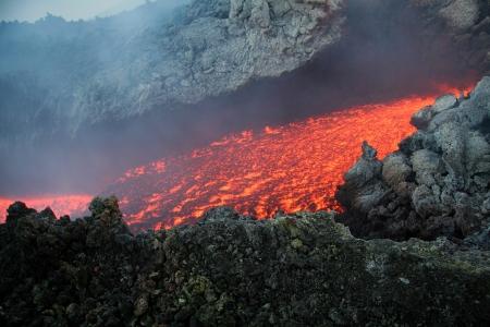 convulsion: Etna vulcan lava magma en Sicilia