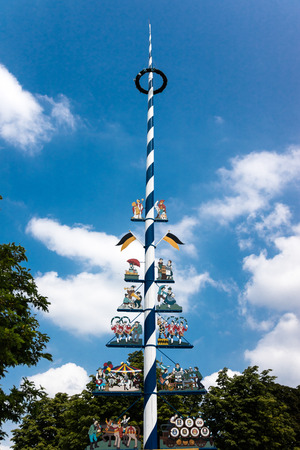 midsummer pole: Tall landmark midsummer festival pole in Germany at the Viktualienmarkt public square and food market Stock Photo