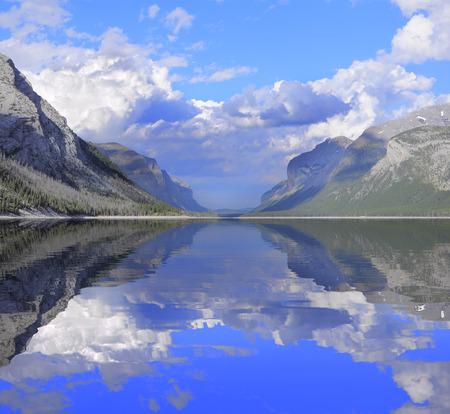 Minnewanka Lake  Banff National Park  Alberta  Canada   Stock Photo