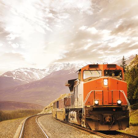 カナダのロッキー山脈の貨物列車 写真素材