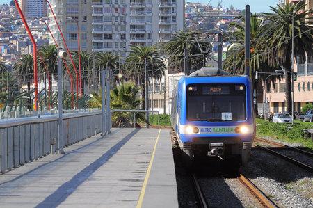 valparaiso: Train of  Metro Valparaiso  approach to the station on May 29, 2013 in Valparaiso, Chile