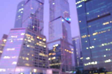 이른 아침 비즈니스 시티 센터 배경 흐리게.