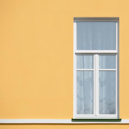 Chiuso Vista esterna della finestra sulla giornata di sole. Archivio Fotografico - 38620791