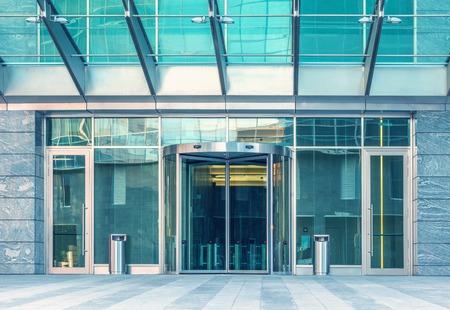 近代的なビジネス街の事務所ビルの入り口です。 写真素材