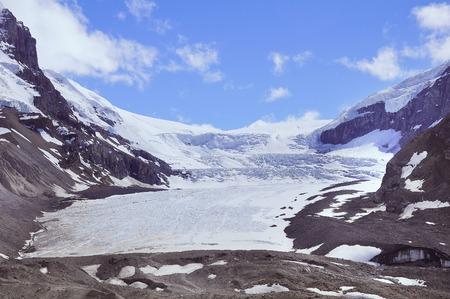 アサバスカ氷河 - コロンビア氷原の一部。アルバータ州ジャスパー国立公園、カナダ。