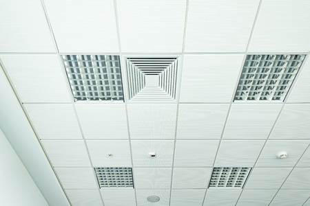 White office ceiling with lighting and ventilation equipment. Stockfoto