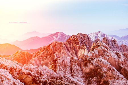 corona navidad: Winter sunrise landscape in Huangshan National park.