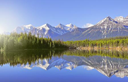 Early morning view of Herbert Lake in Canadian Rockies. Banff National Park. Alberta. Canada. Stockfoto