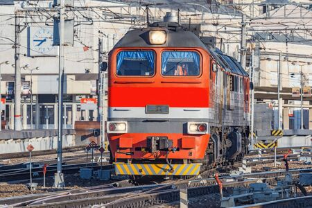 Departure of the diesel locomotive at morning time. Imagens