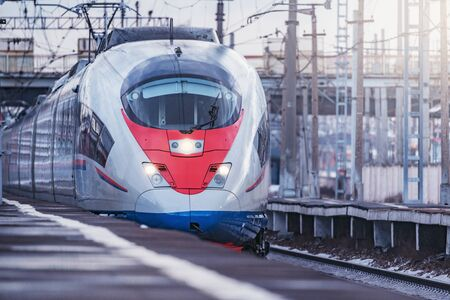 Highspeed train approaches to the station platform at evening day time. Moscow. Rusia. Imagens