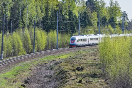 Highspeed train approaches to the station at spring day time. Moscow. Rusia. Imagens