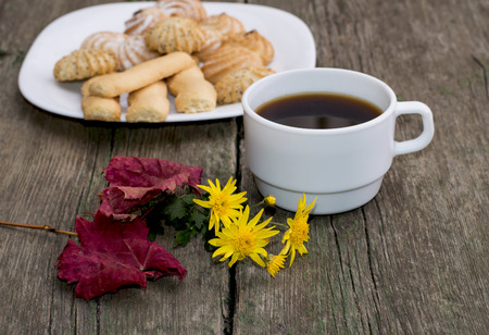 coffee, leaf, floret and plate with cookies behind, a still life, a subject fall, food and drinks