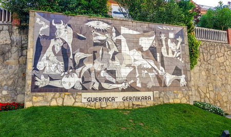 Gernika, Bizkaia,Spain; 2018-04-16: Mural on wall in the city of Gernika that imitating the famous painting of Picasso that bears his name Redactioneel