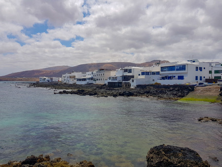 Image of buildings on the coast and the sea in Arrieta. Lanzarote, Spain Stockfoto