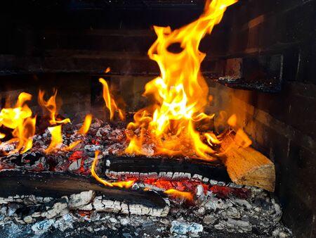Embers and bonfire prepared for barbecue Foto de archivo