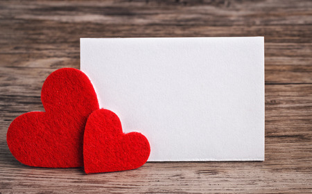 greeting card with a red hearts and space for text on a wooden background Standard-Bild