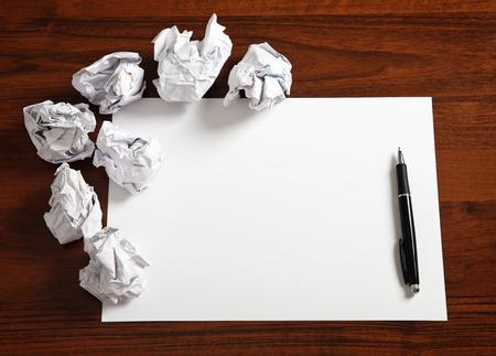 Blanco papier te wachten op idee Stockfoto