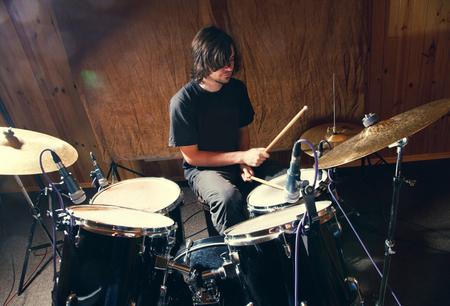 drummer spelen zijn kit Stockfoto