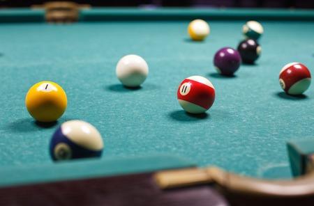 snooker halls: Billiard balls on the table