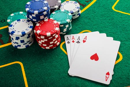 poker four aces on green casino table Foto de archivo