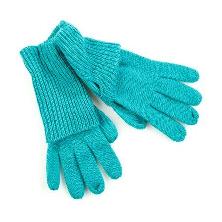 ropa de invierno: guantes azules de invierno aislados en un fondo blanco