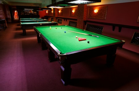 billiards cue: A Pool Table, set up for a game,  fromt view Stock Photo