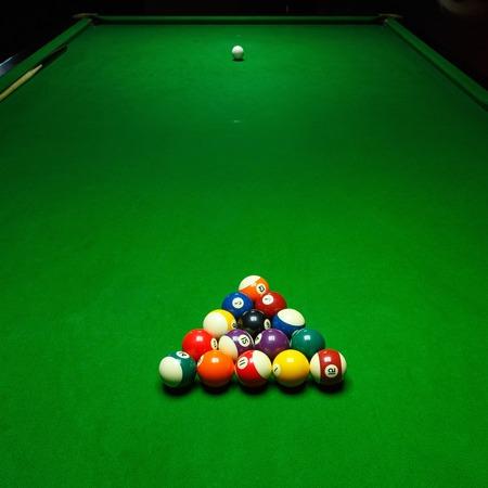 billard: Billards pool game. Green cloth table with coloful balls