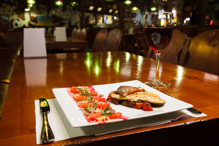 soumis: fried fish and wine submitted in restaurant