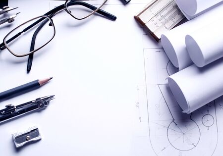 Work with the drawing. Clear lines of drawing on paper form a fragment of the drawing. Drawing tools or office stationery. Top view, flat lay. copyspace Zdjęcie Seryjne