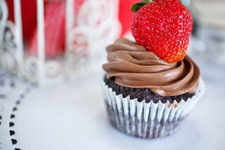 Chocolate cake with strawberries on a white napkin. Zdjęcie Seryjne