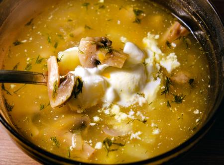 heerlijke soep met champignons en aardappelen Stockfoto