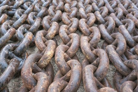 the anchor chain is in the dock Imagens