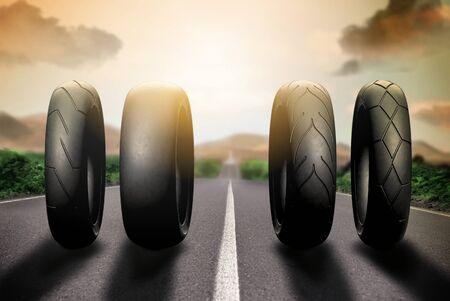 Los neumáticos de carreras de motos en la ruta 66 Foto de archivo - 66311725