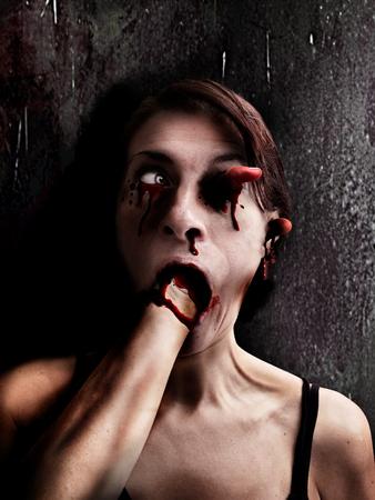 Unheimlich Horror Frau Gesicht Standard-Bild - 83416083