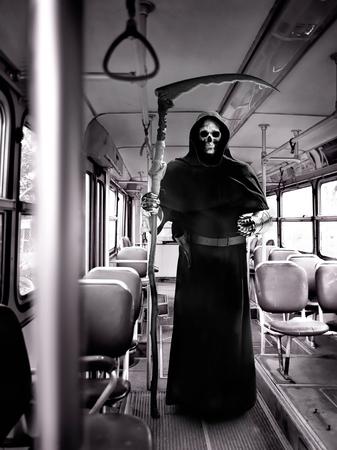 horror apocalypse grim reaper knight on judgment day Foto de archivo - 122215903