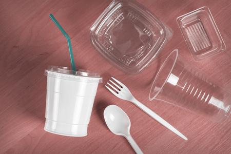 Bestek gemaakt van wegwerp plastic Stockfoto