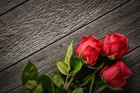 Top view bouquet of beautiful roses on a wooden background with copy space: concept romantic background. Reklamní fotografie - 135503583