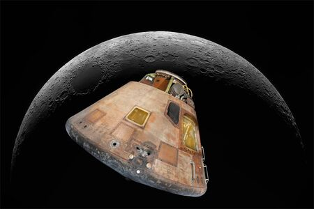 Image of the command module of Apollo 11 on the background of the moon. Man's flights to the moon. Space capsule in space. Foto de archivo