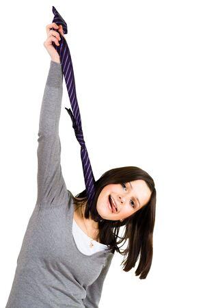 impiccata: Stanco donna appesa cravatta chalenging problemi aziendali