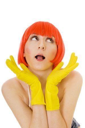 unconcerned: indiferentes mujer con pelo rojo y amarillo, guantes Foto de archivo