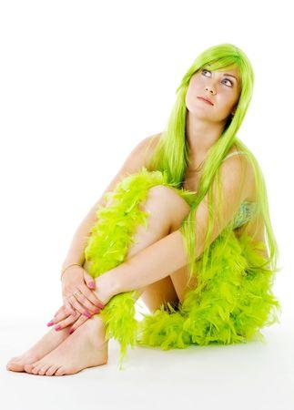sirena con el pelo verde y boa sesión y sonriente Foto de archivo - 5031850