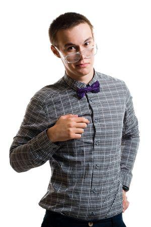 handsom: Handsom hombre joven en camisa con arco mirar con lentes de la c�mara aislada en blanco
