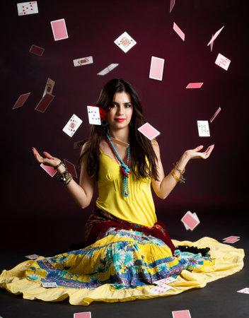 zigeunerin: Romni mit und Karten Magie Editorial