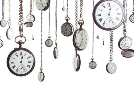 orologi antichi: Un certo numero di orologi da tasca sulla catena isolata on white Archivio Fotografico