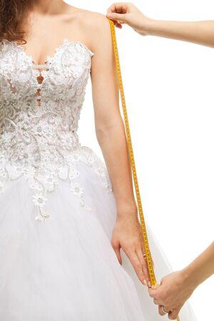 tailor measure: Misurare le dimensioni del braccio con centimetro, isolated on white