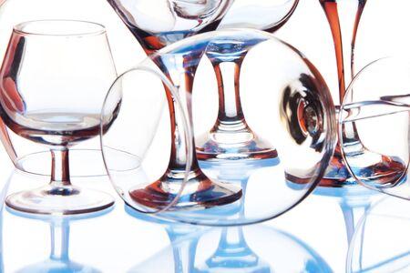 defined: Molti vetri trasparenti e bicchiere di vino con forma definita con colore Archivio Fotografico