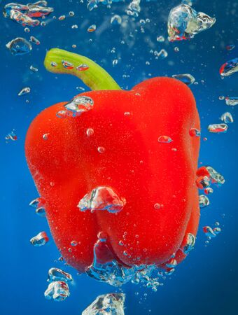 peper: cayenne underwater with air bubbles