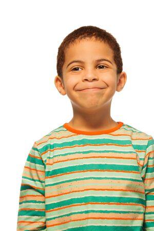five years old: Ritratto di felice cinque anni vecchio ragazzo nero