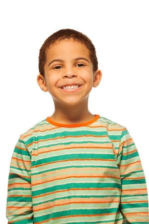 five years old: Ritratto di sorridere di cinque anni ragazzo nero
